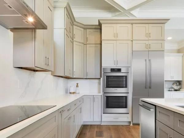 کابینت های سفید و مشکی برای آشپزخانه کوچک